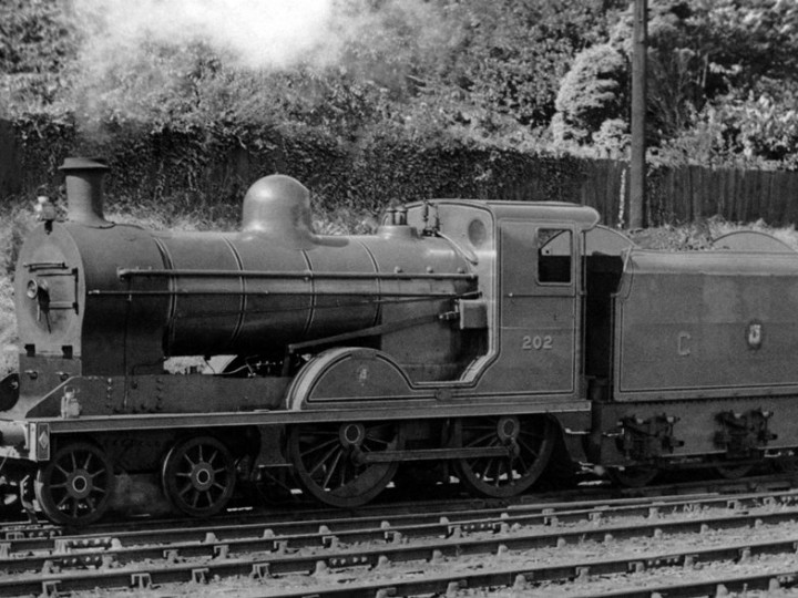 24/8/1953: The other Dundalk underframe - U class No.202 'Louth' and tender 46 at Dundalk. (C.L. Fry)