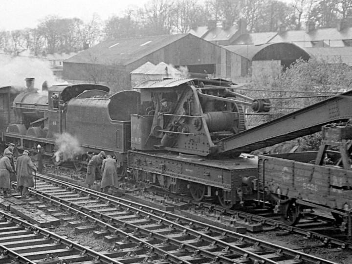 12/3/1961: GNR Steam Crane 2 at Bangor with UG 48. (E.M. Patterson)