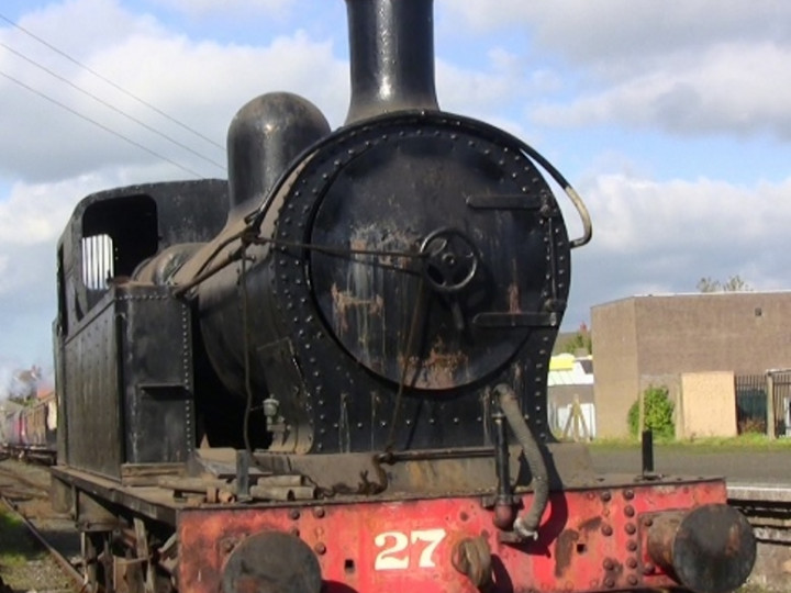 17/10/2009: No.27, unusually, out in the open for a shunt to take place. (E. Friel)