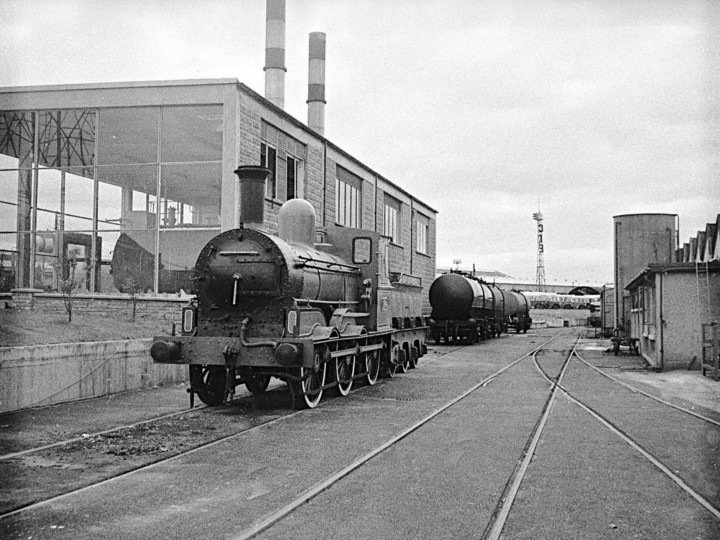 2/8/1970: No.184 in front of the Inchicore boiler house. It is in 'Darling Lili' film livery. (D. Taggart)