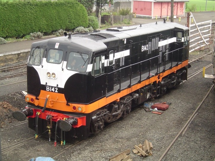 B142 was transferred to Whitehead on 28th April 2010. Some work was carried out on the battery connections of the locomotive on arriva