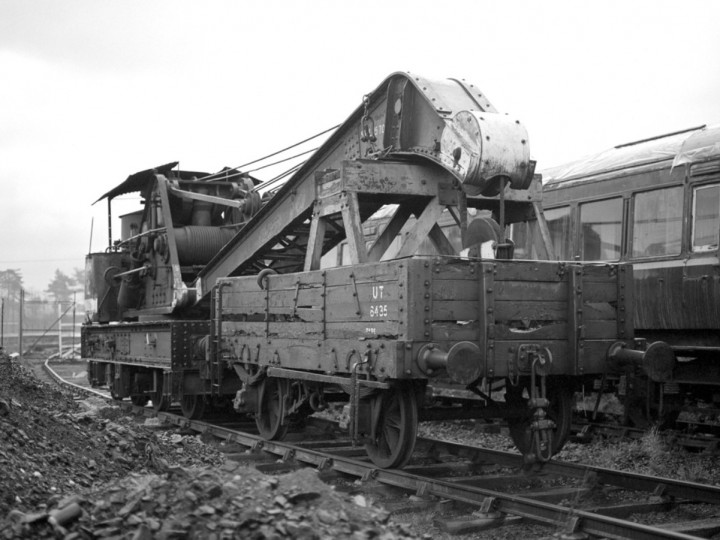 6/12/1980: GNR Steam Crane and runner at Whitehead, having arrived during the week. (C.P. Friel)