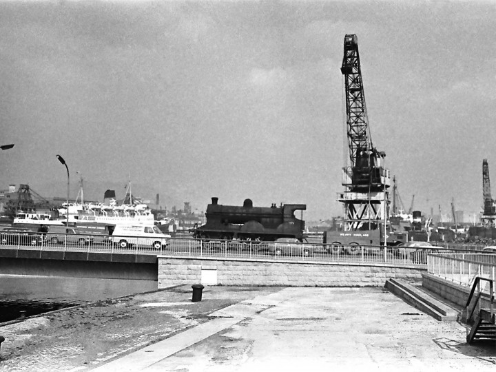 12/4/1968: No.171 on its way to Harland & Wolff boiler works for overhaul. (I.Wilson)