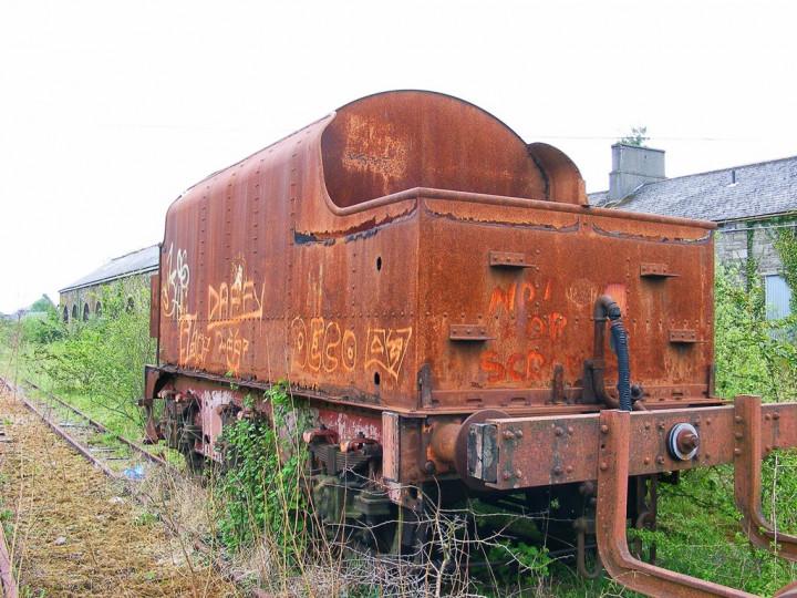 9/5/2008: GNR(I) tender 43 at Mullingar - with the Dundalk Works boiler truck. (C.P. Friel)