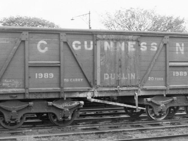 20/4/1957: Guinness van 1989 at Kingsbridge. (D. Coakham)