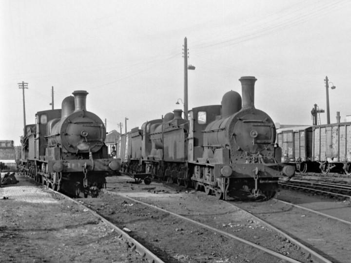 24/3/1963: No.184 (right) with J15 No.151 at Dublin Amiens Street depot. (R. Joanes)