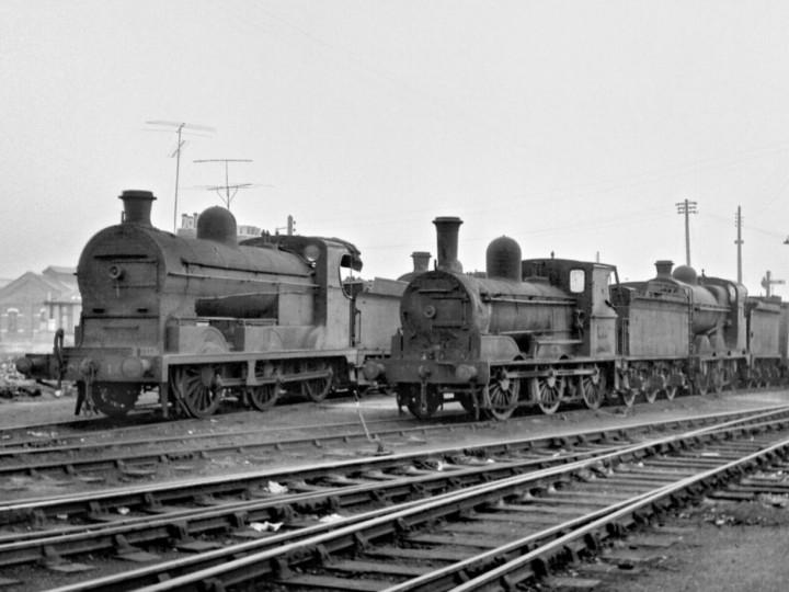 6/4/1963: No.184 (centre) with GNR(I) No.15 at Dublin Amiens Street depot. (R. Joanes)