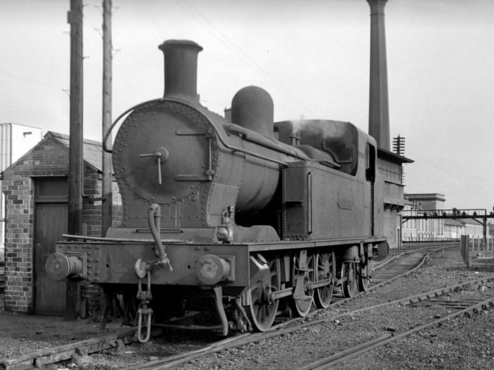 31/8/1963: No.27 between shunting turns at Belfast York Road. (R. Joanes)