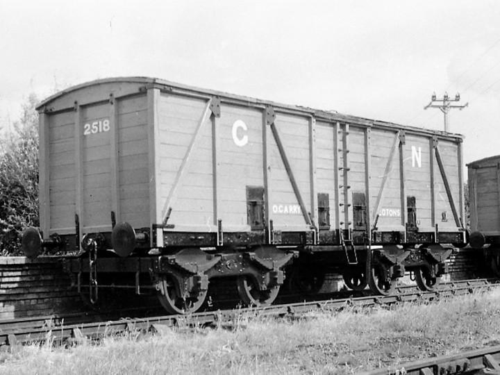 June 1971: Guinness Van 2518 repainted at RPSI Whitehead platform. (C.P Friel)