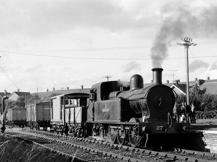29/8/1972: Both Guinness Vans at the platform. No.27 is on Train Rides with open wagon and partially restored Brake Van 42. (C.P. Friel)