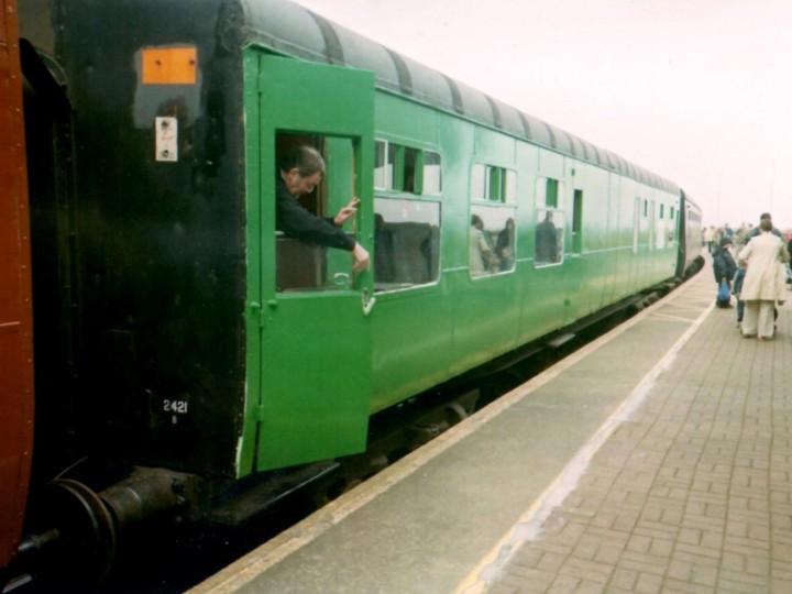 1/5/2004: A freshly repainted 2421 at the old Rosslare Europort station on a 'Sea Breeze' operation.