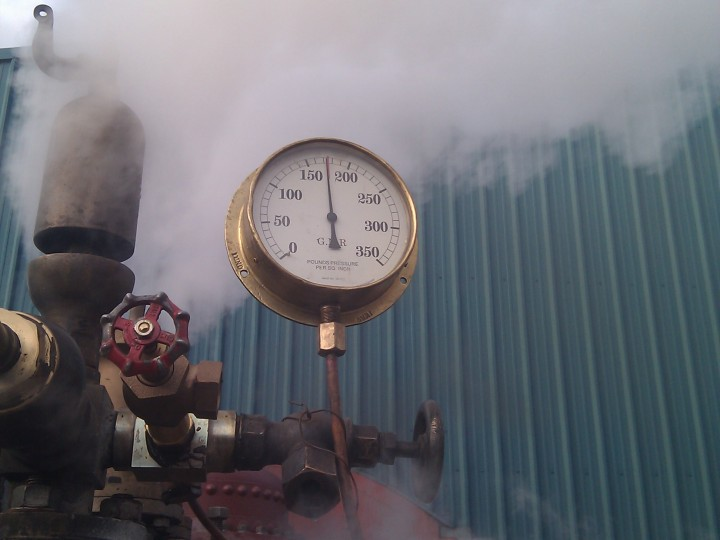 The proof - the boiler reaches its working pressure of 175 psi on 14th December 2014. (J.J.Friel)