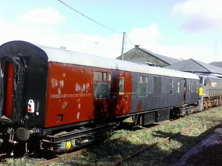 11/3/2015: GM 071 with 3173, awaiting transfer from Mullingar to Inchicore for completion of livery. (R.Jolley)