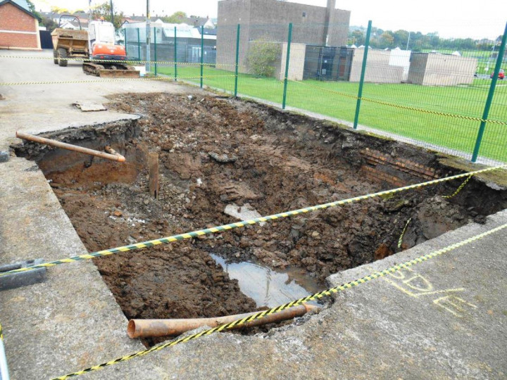 10/10/2015: Work starts on the foundations of the NCC replica cabin on the Belfast end of the platform. The original brickwork of the former rear platform can be seen. (M. Walsh)