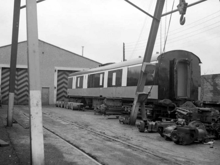 1972: 3185 at Fairview railcar depot, being used as a generator during industrial disputes at the time. It had not yet entered service. (D. Carse)