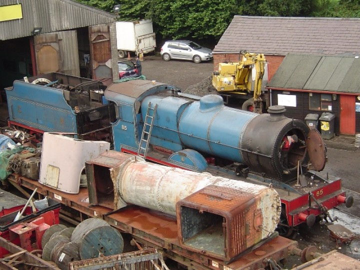 In this August 2009 shot, the locomotive has been separated from RPSI tender No.73 to allow cleaning and dismantling work to proceed. The flat wagon in the foreground carries the boiler and cab from no. 131