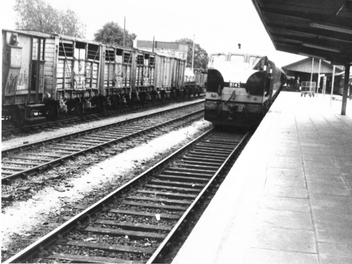 B142 arriving at Limerick Junction in 1969 with a Cork - Dublin passenger working. (J. Coleman)