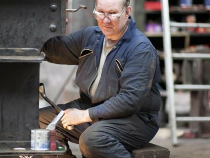 26/6/2011: Brian Hill, the main operator of the lathe. (A. Reid)