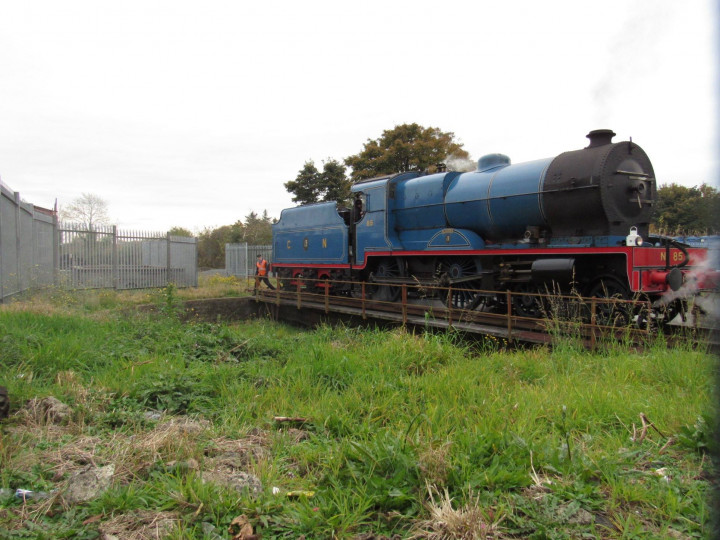 30/10/2016: On the occasion of the Semaphore Finale trip to Castlerock, No.85 gets turned. (A. Maxwell)