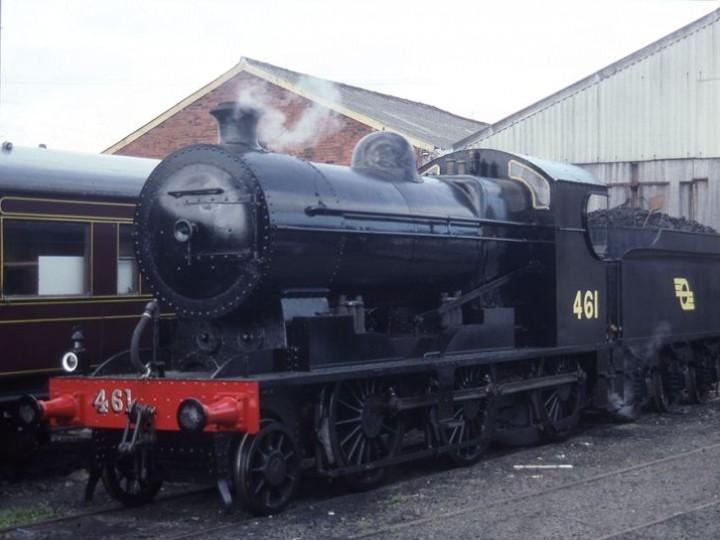 1990: No.461 just after entering traffic after restoration, in CIÉ black livery. (C.P. Friel)