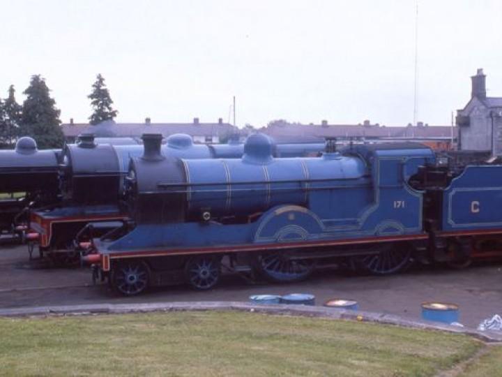 20/5/1995: No.171 alongside No.85 and No.461 at Inchicore. (C.P.Friel)