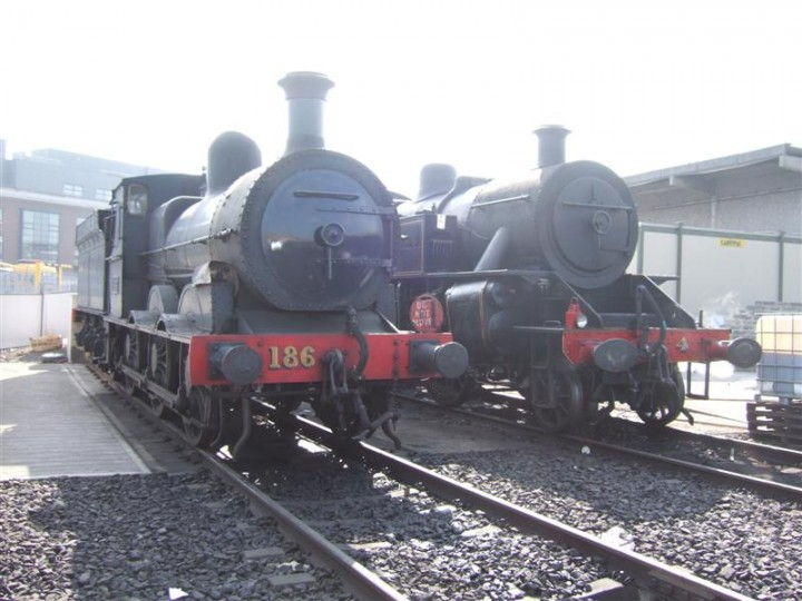 No.186 and No.4 together at Dublin Connolly yard during the