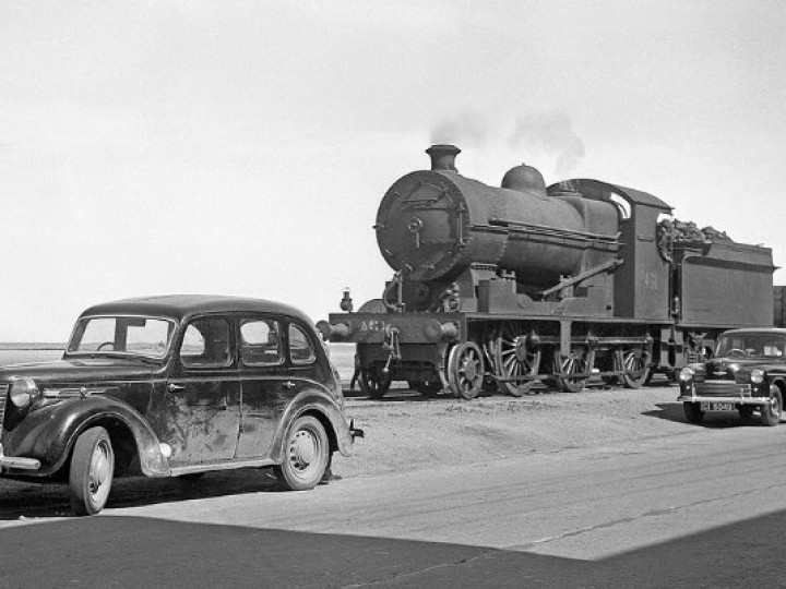 A lovely period photo of No.461 travelling along the Quay between Wexford South and North stations with a freight from Rosslare Harbour on 14th June 1954. (John Whiteley)