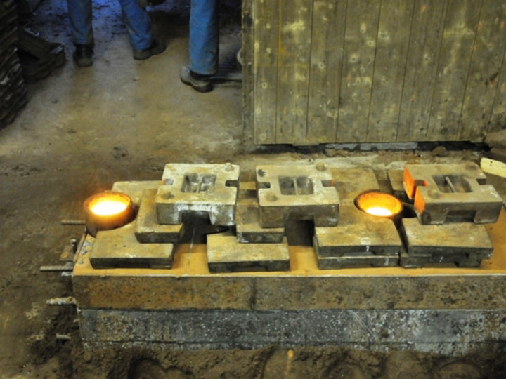 26/1/2015: The molten metal in a mould for firebars for locomotive No.4. (C.P. Friel)