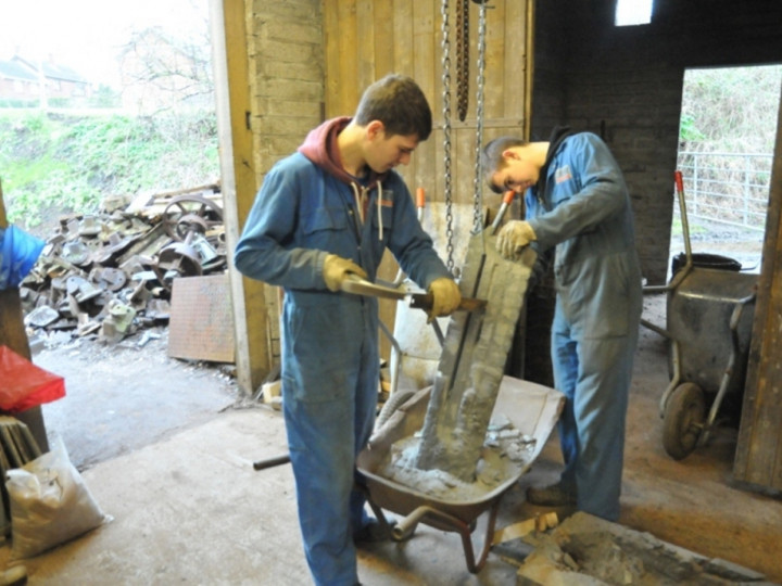 27/1/2015: After a day in the mould, cleaning up the cooled firebars for No.4. The pile of scrap iron for recycling can be seen outside. (C.P. Friel)