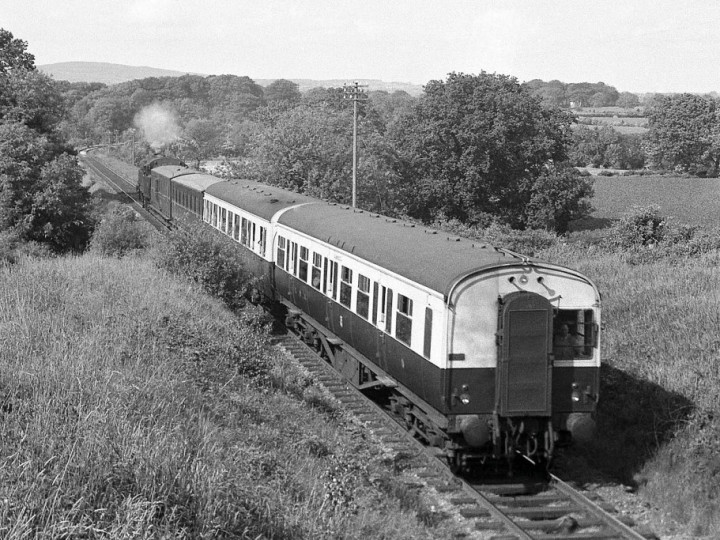 Spring 1958: Millars Bridge - 9 leads 617 on 5.15pm Antrim to Belfast. (N. Edwards)