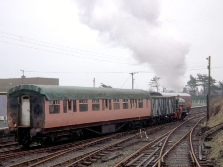 9/12/1984: 9 being shunted by No.3 'R.H. Smyth'. (C.P. Friel)