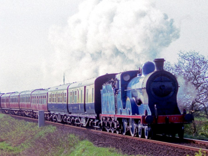 25/4/1993: The GNR vehicles with No.171 approaching Galgorm gates. (C.P. Friel)