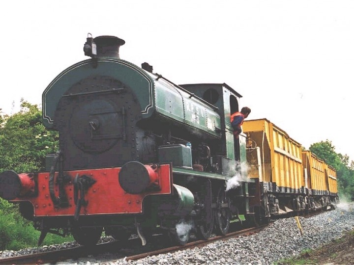The RPSI Driver admires No.3's the leaky drivers injector during ballast loading near Dunadry on 4th July 2000. (P.Lockett)
