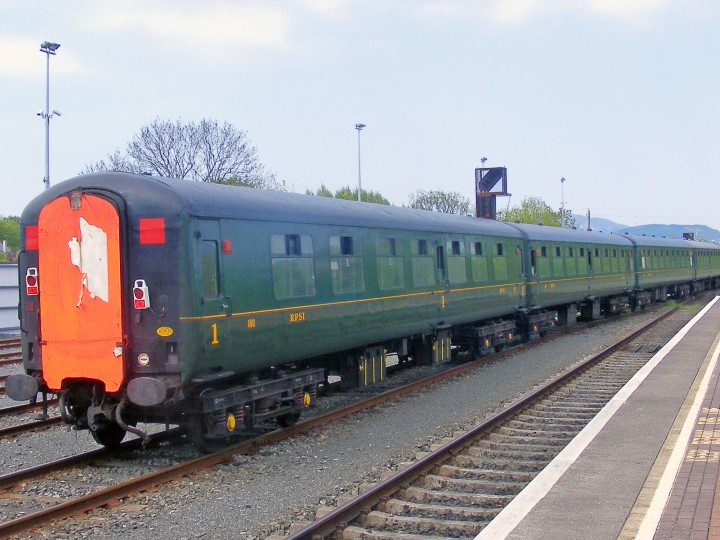 Mk2 180 at rear of the return 'Barrow Bridge' railtour train being shunted to Dundalk's No 31 Loop on 12th May 2008. The train ran empty from here to Whitehead as central door locking was yet to be fitted. (C.P.Friel)