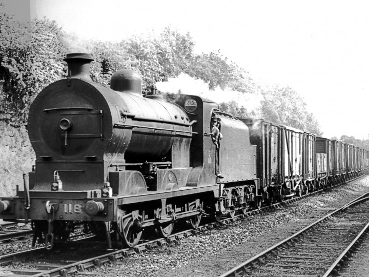 SG3 No.118 with tender 43 on a Down goods passing Malahide quarry sidings. (Courtesy P. Mallon)