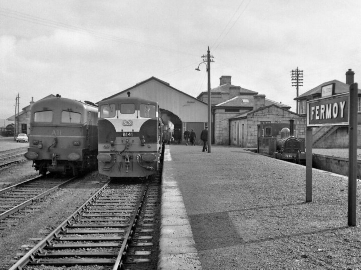 28/3/1963: B141 at Fermoy, in the company of A11 and No.90, another locomotive also preserved. (R. Joanes)