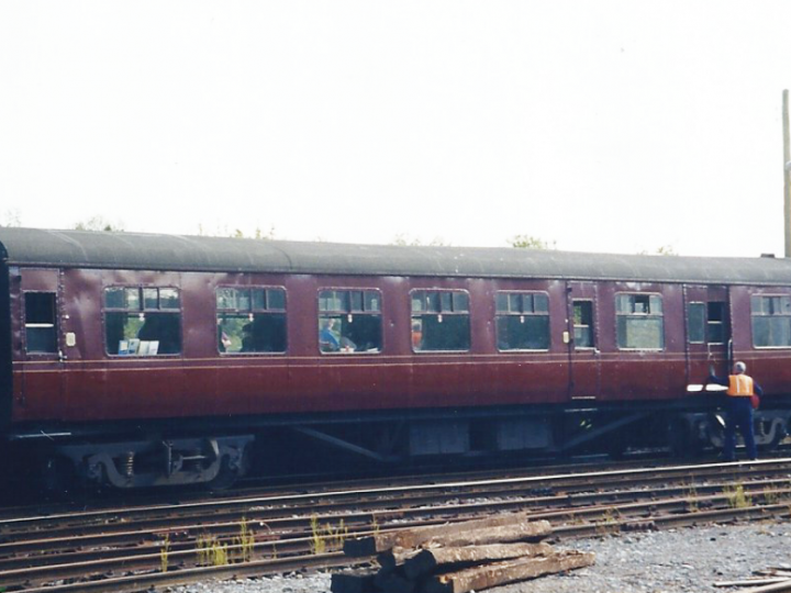 9/5/1998: In maroon livery at Bagenalstown with the 'Gall Tír' railtour. (S. Rafferty)