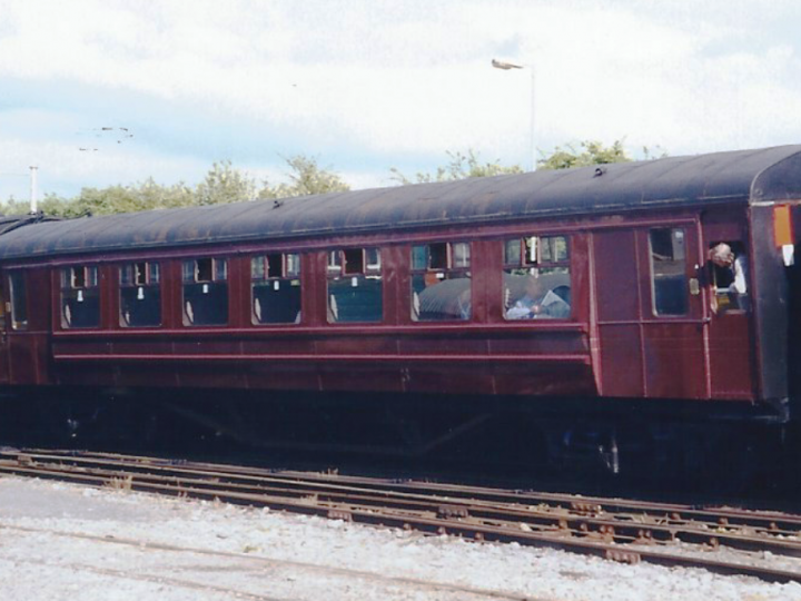 In maroon livery at Bagenalstown with the Gall Tír railtour, 9/5/1998. (S. Rafferty)