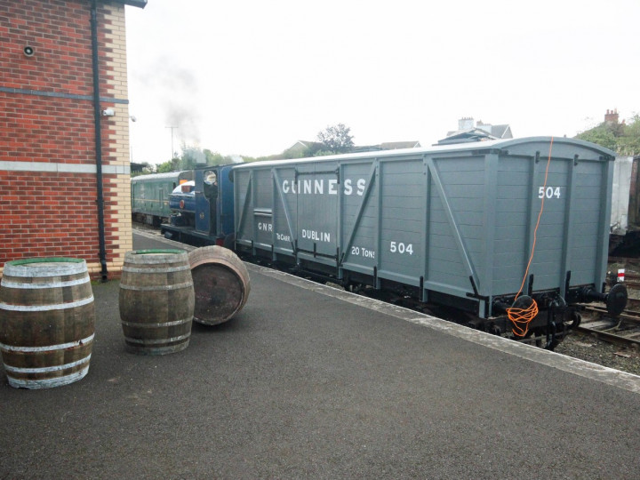 25/9/2021: 504 with a selection of typical hogshead barrels for stout. (J.A. Cassells)