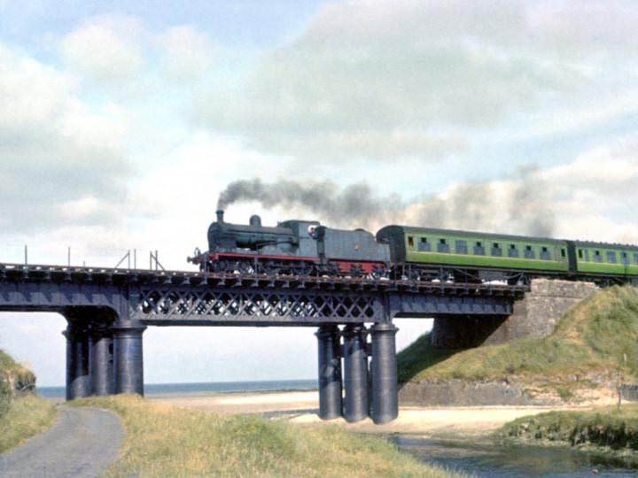 24/6/1961: No.197 'Lough Neagh' on a Down train at Gormanston with Type E tender 43. (C. Natzio)